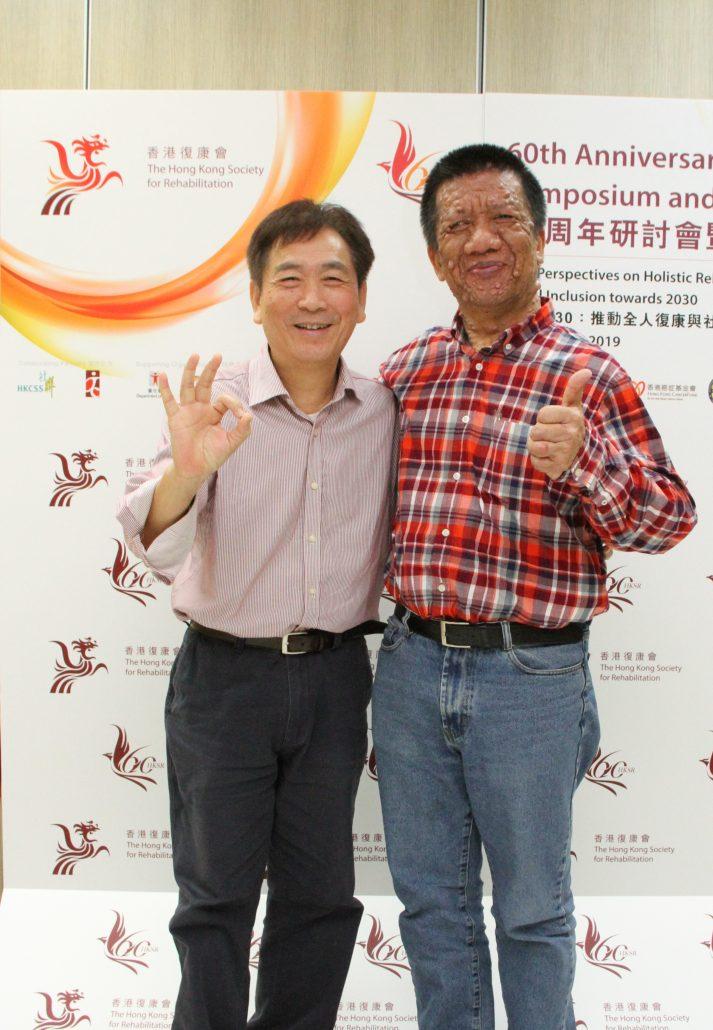 患有強直性脊椎炎黃卿水(左)以及神經纖維瘤的王政國投身病人組織的工作,致力凝聚罕見病同路人力量,倡議病人權益。