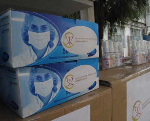 瑞林國際送贈口罩及消毒酒精噴霧。