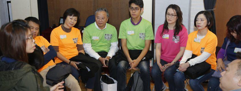 嘉賓們與殘疾人士互動交流,聆聽他們的復康歷程。